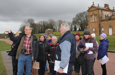 volunteers taking part in a Glorious Gardens project at Chatelherault Country Park