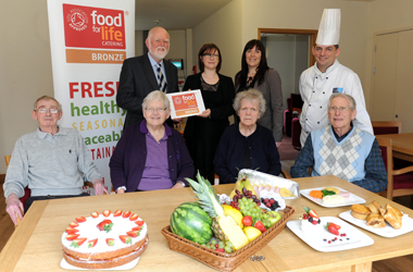 Councillor Hamish Stewart, Chair of Community Services Committee, Food for Life Scotland&rsquo;s Communications and Marketing Manager, Meg Rowley, Isabel Veitch, South Lanarkshire Council&rsquo;s Venue Manager and Chef Peter MacKenzie