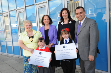 Provost Eileen Logan and Councillor David Shearer with two pupils and Anne Fisher, Head Teacher of Victoria Park School and Marion Girdwood, Head Teacher of High Mill Primary at the official opening the primary schools