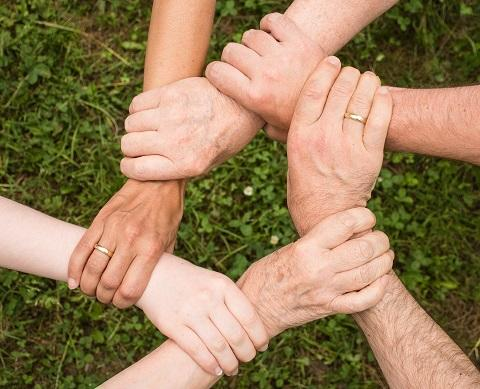 Empathy and community spirit to characterise transformational networks